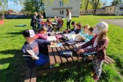 11.05.2021 Lekcje w szkolnym ogrodzie. Klasa I SP. Koordynatorzy p. Tokarczyk i p. Lebida