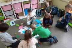16.03.2021 Klasa III SP przygotwuje wiosenne dekoracje do swojej klasy. Koordynator p. Krawczyszyn